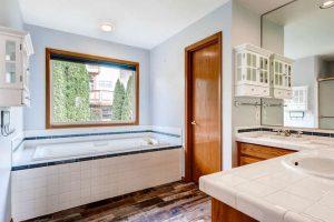 14313-sw-aynsley-way-portland-small-016-19-2nd-floor-master-bathroom-666x444-72dpi