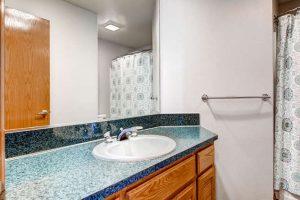 14313-sw-aynsley-way-portland-small-023-15-2nd-floor-bathroom-666x445-72dpi